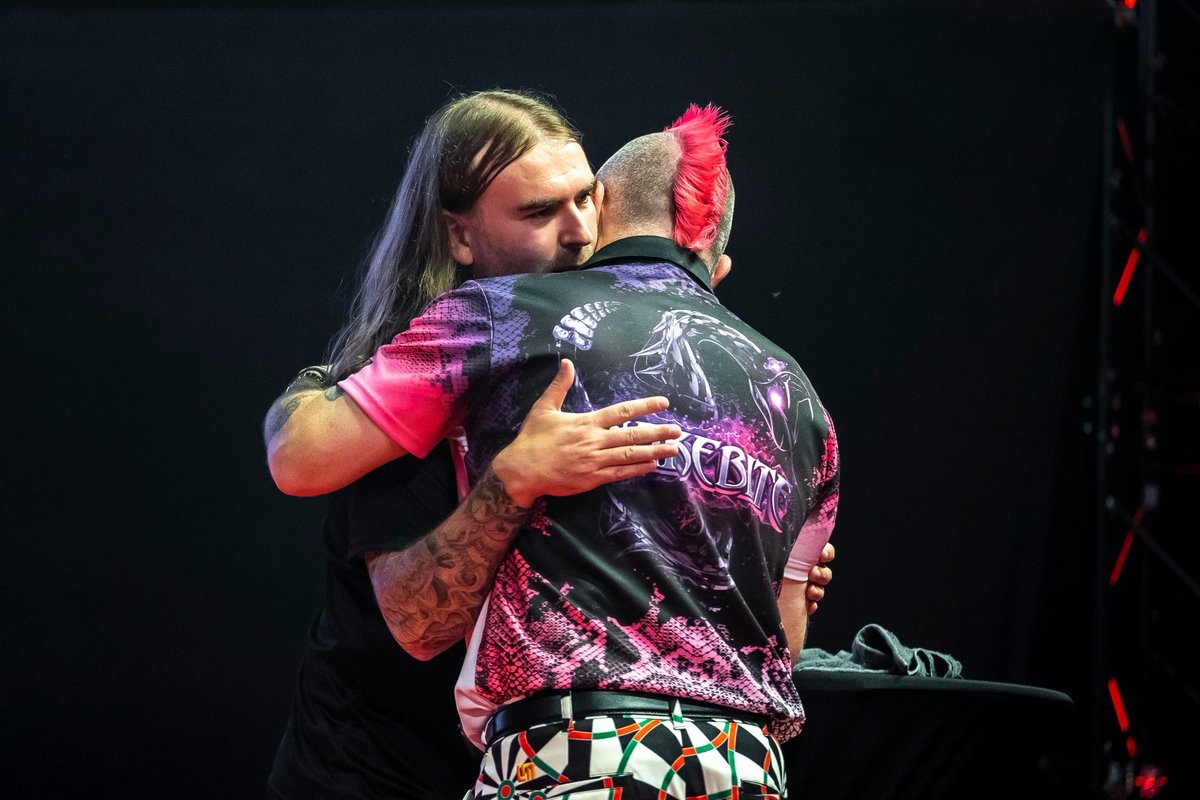 ROUND-UP   Ryan Searle dumped out reigning champion Peter Wright on day two of the International Darts Open. 📺Watch the final day of #ET12 action tomorrow on PDCTV from 12pm BST. ▶️Round-up and results: pdc.tv/news/2018/09/1…