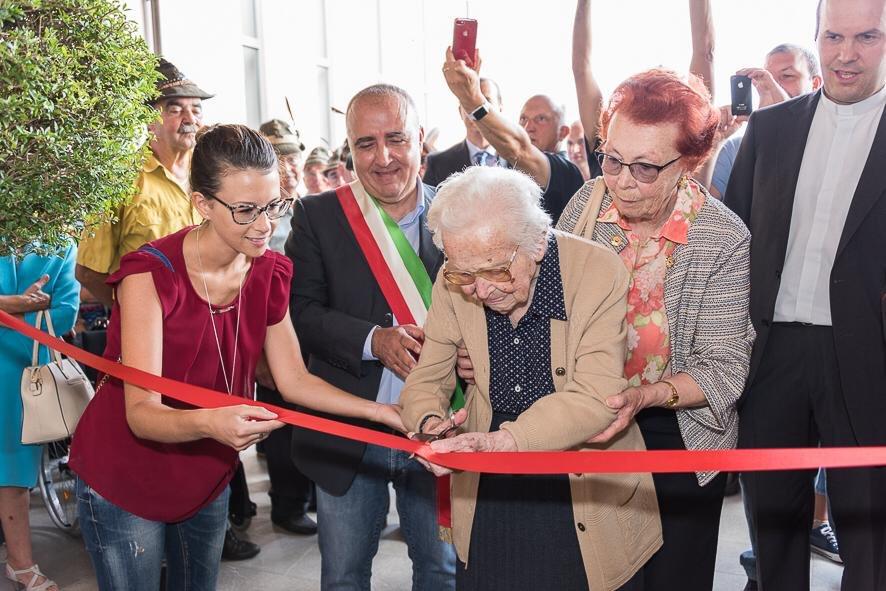 Inaugurazione Casa di Riposo .. taglia il Nastro La Signora Lea.. 103 anni! #mongrando #Biella #14settembre  - Ukustom