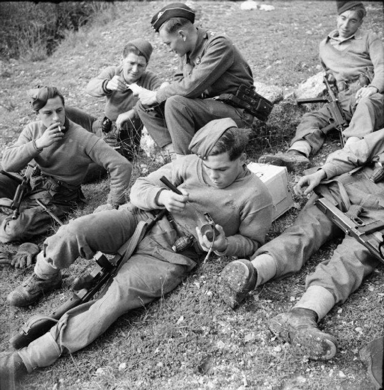 "Firearms Bot in WW2 على تويتر: ""1943年12月16日イタリア、ホーキンス ..."