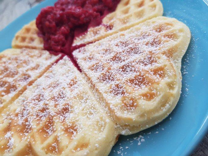 Ich habe Frühstück Und jetzt spielt es noch Cinderella im Disney Channel! Perfekter Sonntagmorgen! 😍 Foto