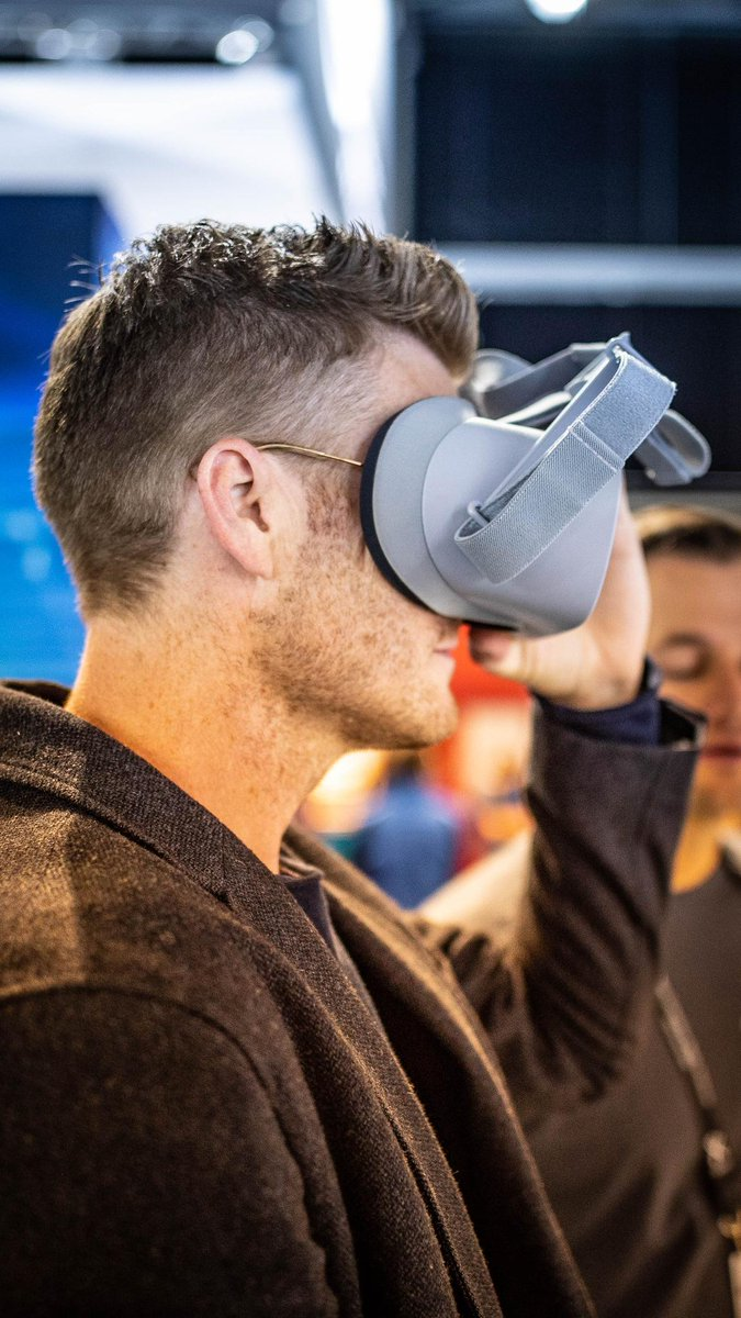 Live VR at 8K! ClearVR from @tiledmedia and Intel SVT enables live viewport independent streaming of immersive 8K 360 content with low-bandwidth. →  https:// intel.ly/2OsAL7s  &nbsp;   #IBC2018 <br>http://pic.twitter.com/GDAhein9uH