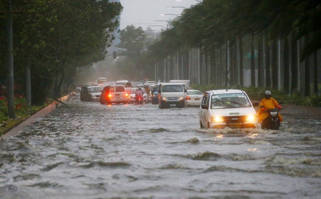 Sono salite ad almeno 25 le vittime nelle #Filippine del #tifone #Mangkhut che si sta rapidamente spostando verso la #Cina meridionale. Secondo i metereologi si tratta della tempesta più potente di quest\