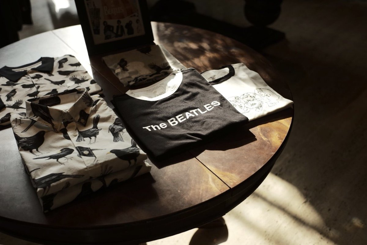 【PRETTY GREEN × THE BEATLES WHITE ALBUM】BLACKBIRDプリントポールが、美し