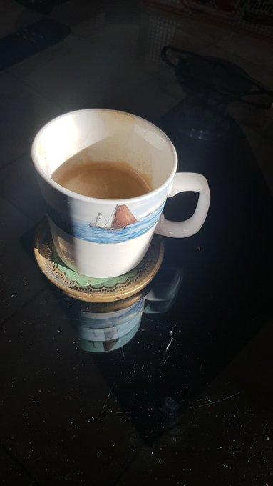 Tach auch Liebeleins. Sonntagmorgen-Kaffee aus der Fryslan Gedächtnis-Tasse Foto
