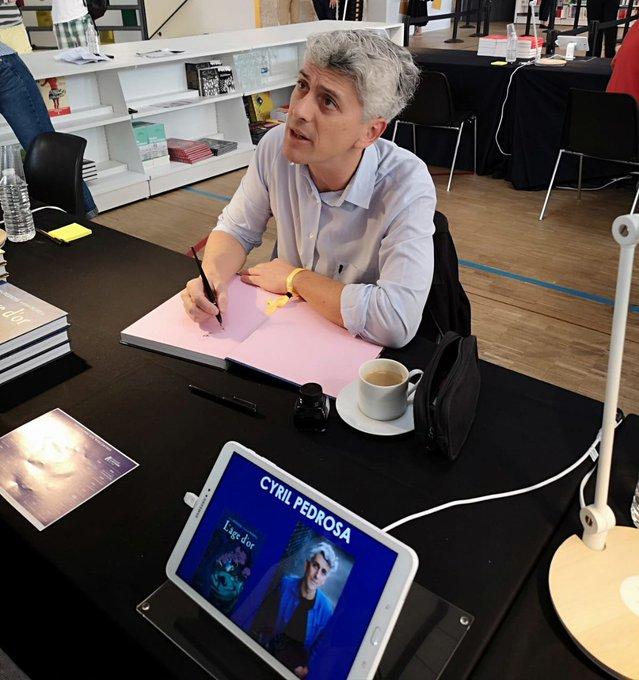 #SalonFnacLivres: @pedrosa_cyril est présent pour dédicacer sa BD L'âge d'or aux @EditionsDupuis 😊🖊 Photo