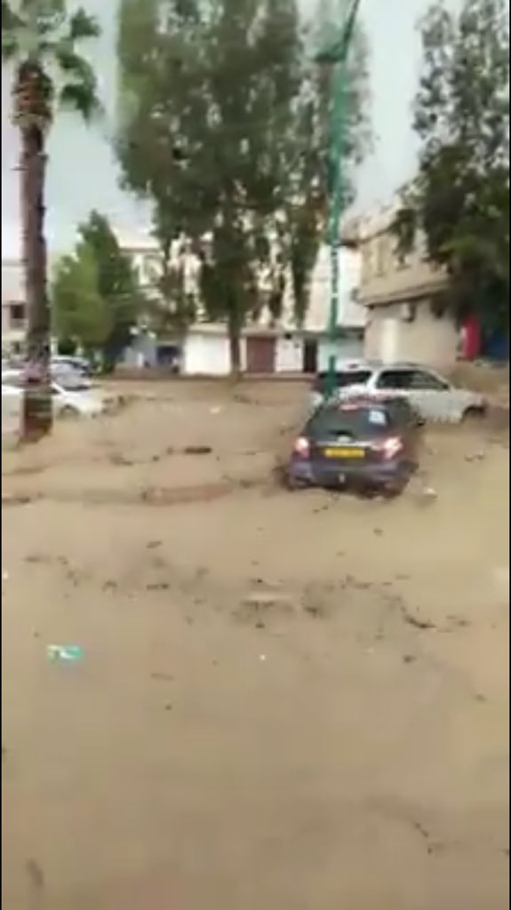 Fortes inondations inhabituelles à #Tiznit dans le sud du #maroc https://t.co/YvQFKvmVAn