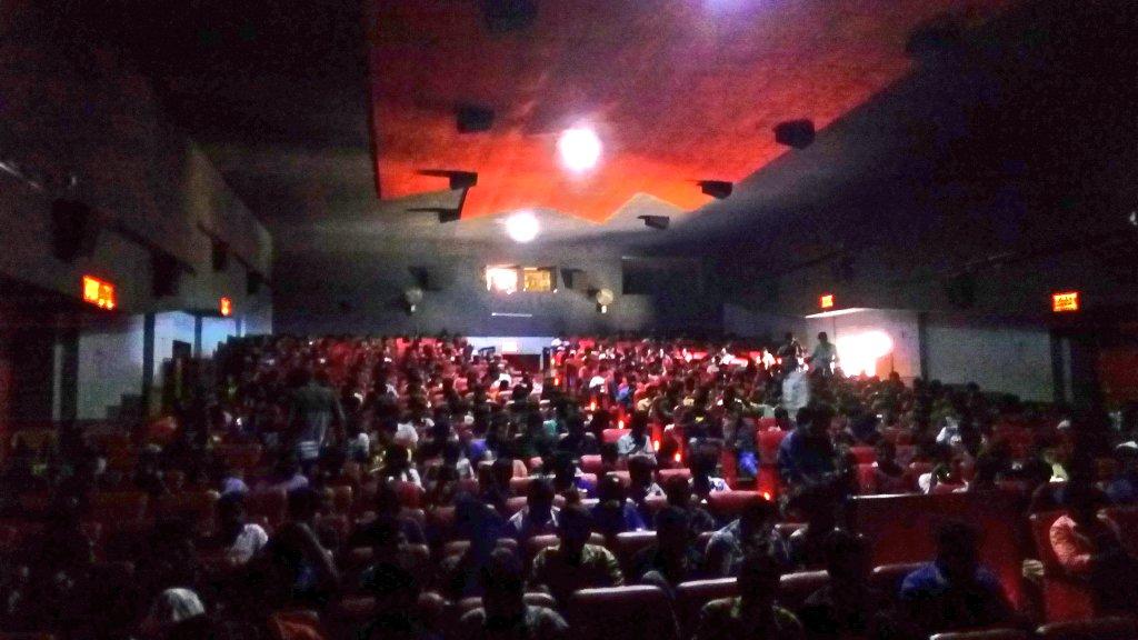 #SeemaRaja ---- Count 2  This time with family   #HousefullShows running   #Melur  #SeemaRajaMassCelebration  #SeemarajaRajaVettri   @AnandSkfc  @vimalraj9524  @24AMSTUDIOS  @ActorSK_News<br>http://pic.twitter.com/EEXsFxvk6c &ndash; à ganesh paradise
