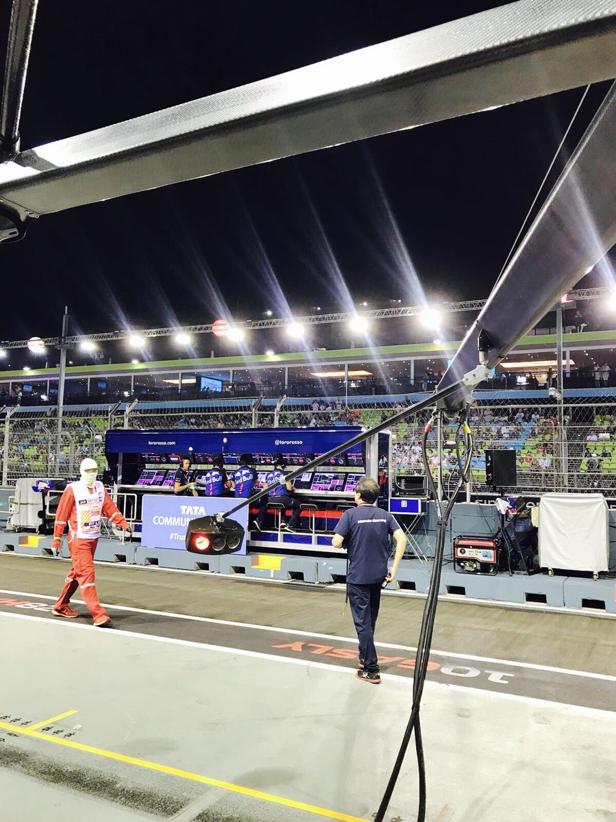 Honda Racing F On Twitter Ready To Head Track Side The Cars - Race track garage flooring