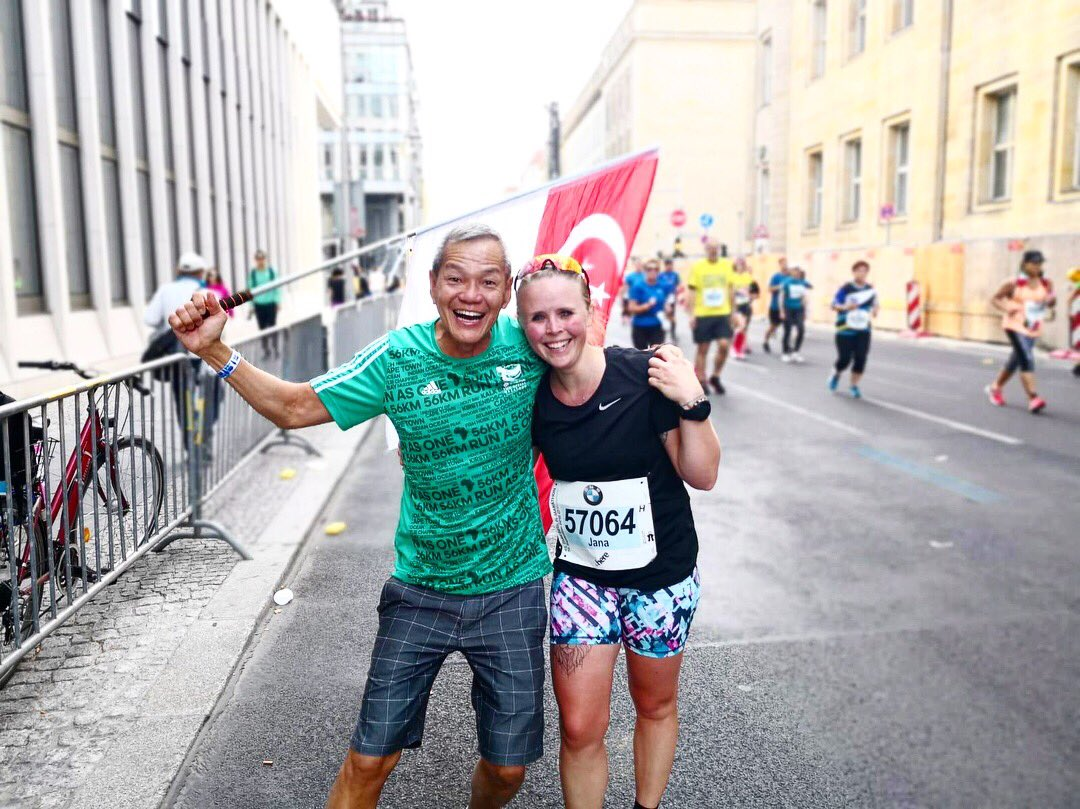 Special moment for Unogwaja Physio, Jana as she meets Unogwaja #54, Davie T while running the Berlin Marathon today.   Reunited with special love! Well done for completing the Berlin Marathon Jana!   We are #BetterTogether   #UnogwajaFamily #WeAreUnogwaja #ShoOops! https://t.co/R3p1MEyQEz