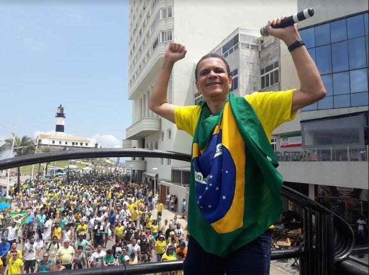 Caminhada em solidariedade a Jair Bolsonaro reúne multidão no Farol da Barra https://t.co/Z5lITii70S