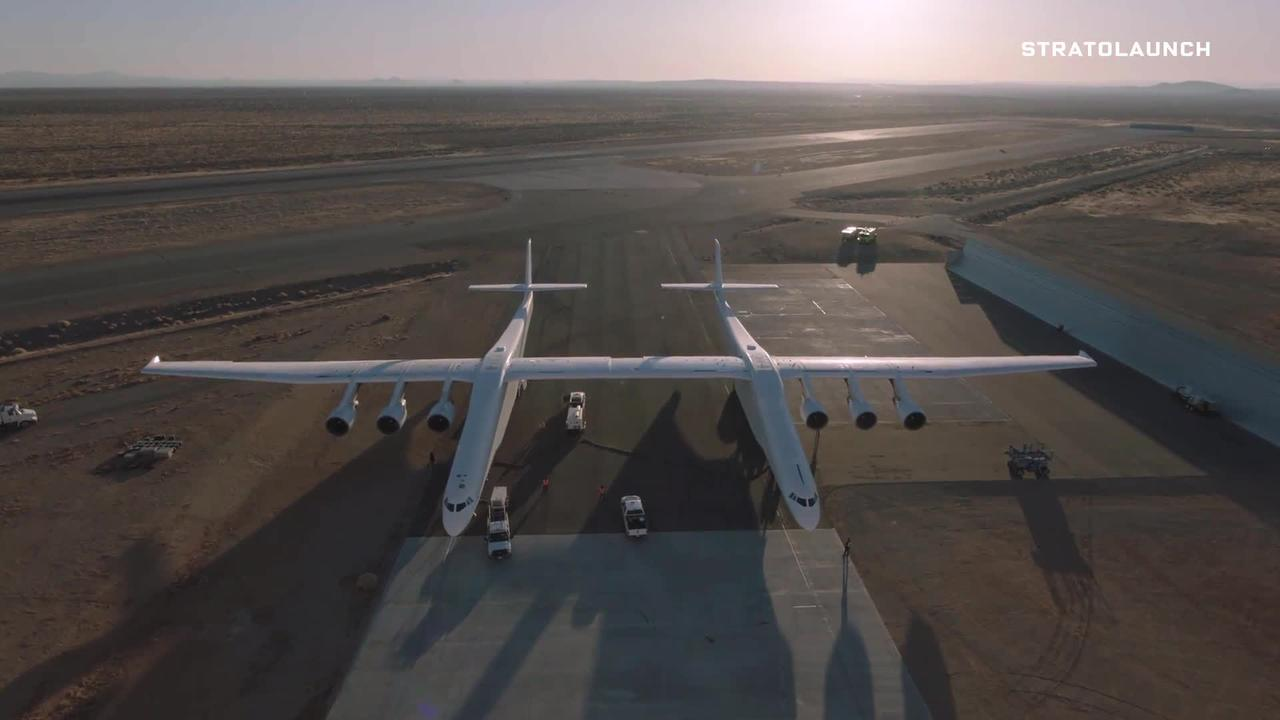 Take a look at the largest plane ever created: https://t.co/OKXEN8wNQf https://t.co/7hpsyLiO1g