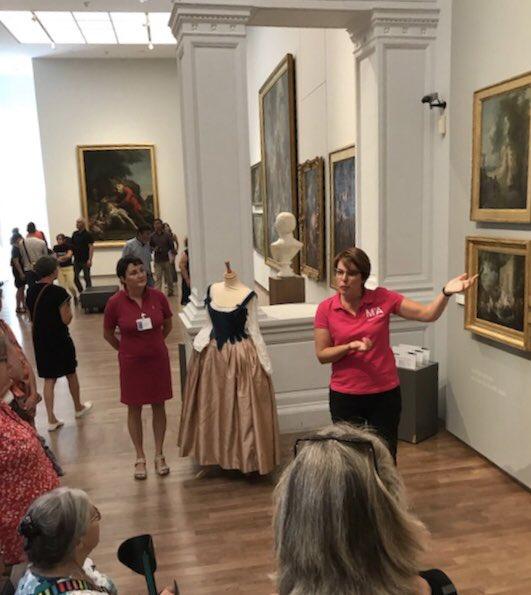 Au @Museesdangers, parcours costumes et peintures en miroir avec Karine Fresneau des ateliers couture d'@ANOpera et Chantal Dilé, médiatrice des musées. #JEP18 Photo