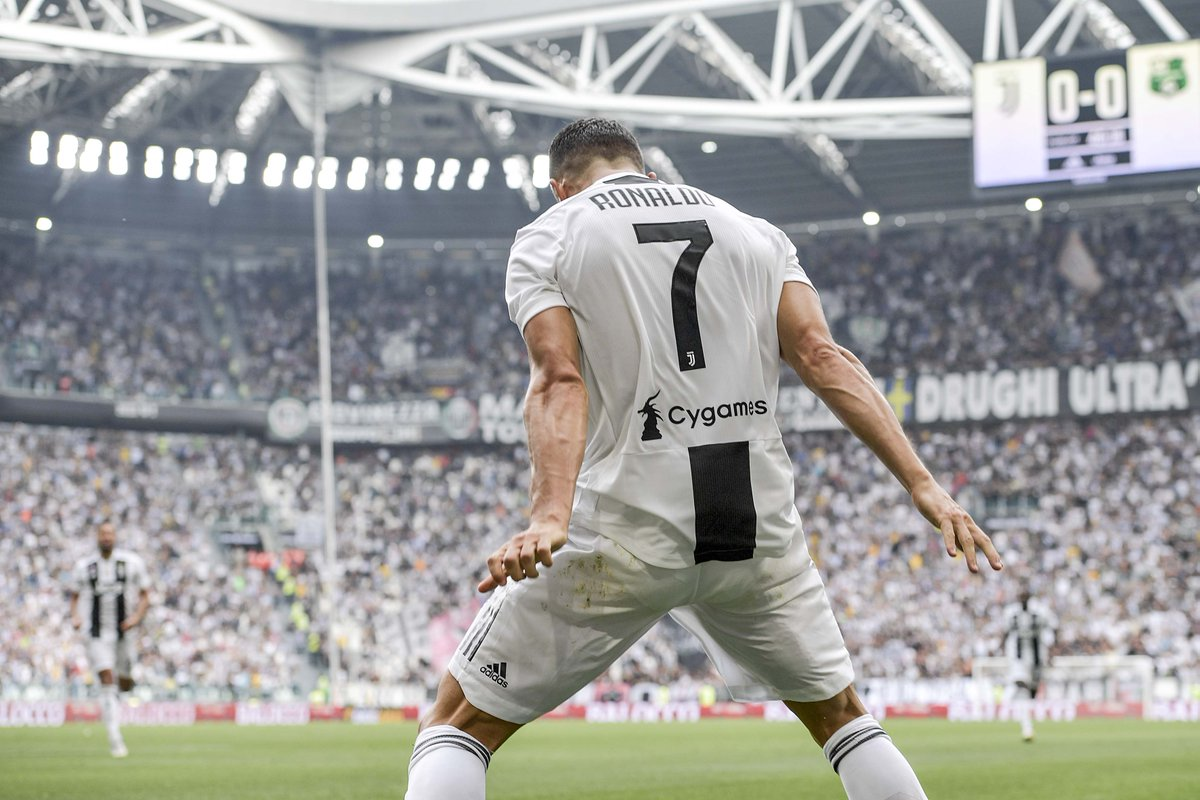 Cristiano Ronaldo has now scored 400 league goals in his club career:  3 ⚽️ Sporting 🇵🇹 84 ⚽️ Manchester United 🏴󠁧󠁢󠁥󠁮󠁧󠁿 311 ⚽️ Real Madrid 🇪🇸 2 ⚽️ Juventus 🇮🇹