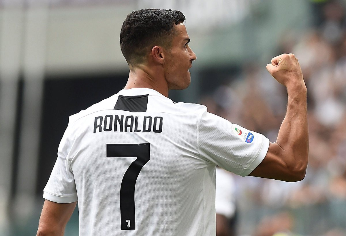 🎉 @Cristiano Ronaldo scores his 400th career league goal.  ⚽️ 311 - @RealMadrid 🇪🇸 ⚽️ 84 - @ManUtd 🏴󠁧󠁢󠁥󠁮󠁧󠁿 ⚽️ 3 - @Sporting_CP 🇵🇹 ⚽️ 2 - @JuventusFC 🇮🇹   👏 Becoming only the 5th player in football history to score 400 league goals.