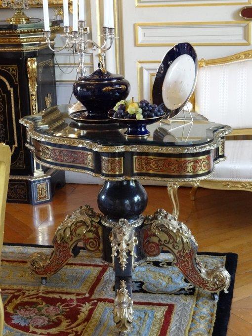 #JEP18 [#lesaviez-vous] Ce service de porcelaine @sevresceramique dessiné par , a été acquis pour la réception et le dîner en l'honneur du Général, Président de la République, Charles de Gaulle et de son épouse le 16 juin 1965. Ils passèrent la nuit à la préfecture Photo