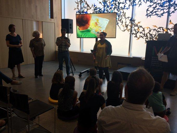 Début des pitchs de #repenserlecole l'équipe 4 propose d'offrir des moments et différentes expériences d'apprentissage tout au long de la journée. Photo