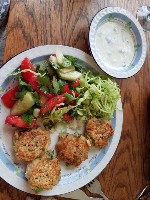 Es sind zwar flache Falafel, aber selbst wie außer dem Krautsalat alles. Kochen ist fast so schon die rennen. Foto