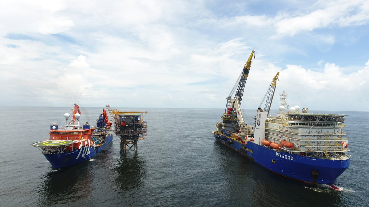 Hook up offshore platform