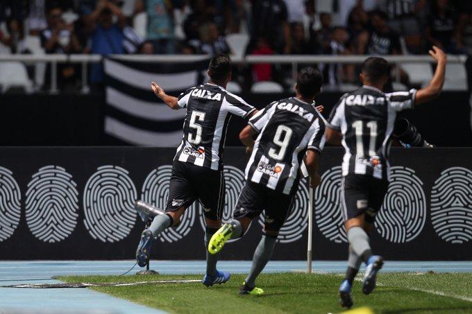 ACABOOOU! Com gol de Lindoso, Fogão vence o América-MG por 1 a 0 no Nilton Santos! #VamosFOGO Foto