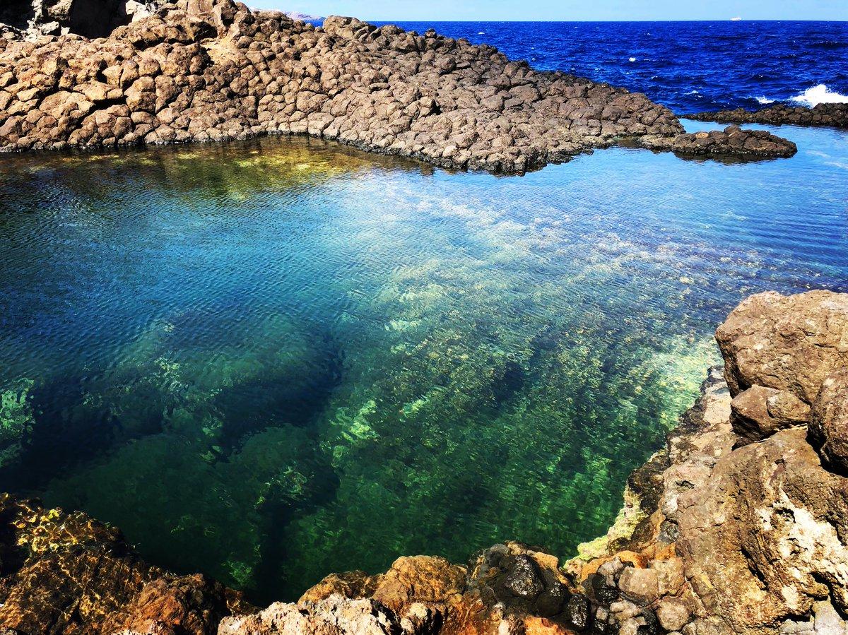 L'isola limite, bella da far paura.#pantelleria #laghettodelleondine #island #settembre2018 #happy #beautifuldestinations #beautiful #islandlife  - Ukustom