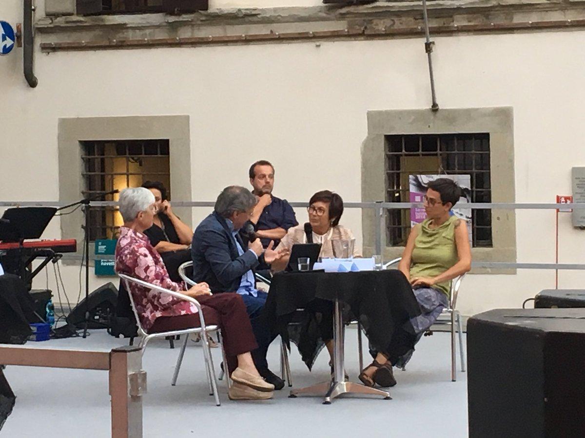 La storia di Chiara Melandri che si è spenta senza troppe ragioni o con troppe che si aggrappa alla scrittura per impedire che le porte degli ospedali psichiatrici, delle comunità, delle case famiglia, si chiudano alle sue spalle #PremioPieve  http://bit.ly/PremioPieveFinalisti  - Ukustom