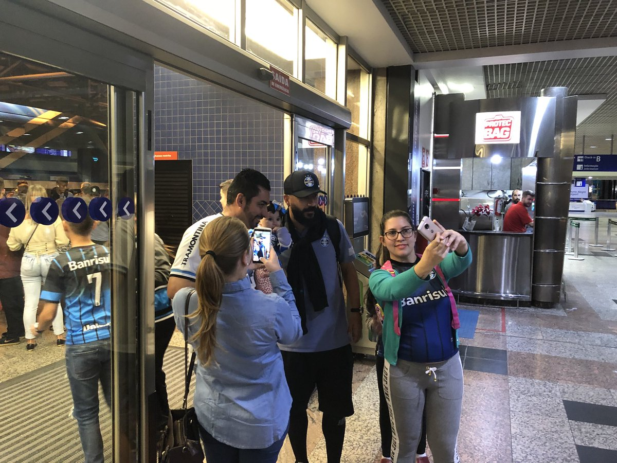 Tricolor já no aeroporto! ✈️🇦🇷💪🏽⚽🇪🇪🏆 #Libertadores2018 #DonosDaAmérica #EmBuscaDoTetra #CATxGRE
