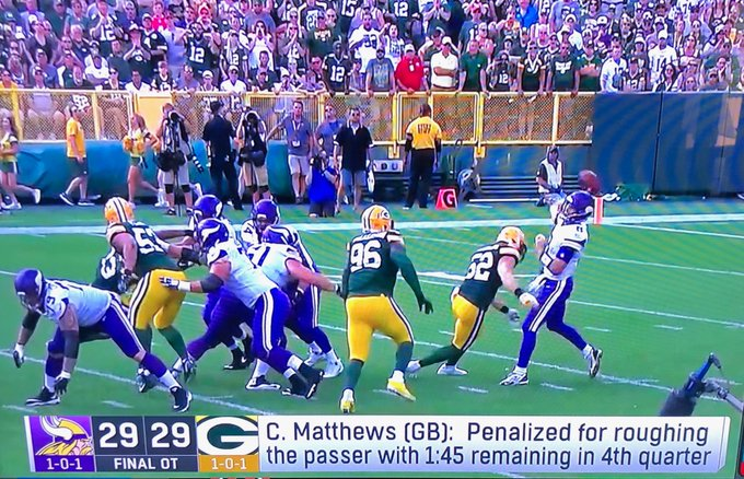 Last week Clay Mathews deserved a roughing-the-passer flag, no doubt. This week was a different story. I try not to be a complainer, but that was 1 of the worst calls I've ever seen (by a pro official who gets paid to do this). Disappointing it was such a critical call.#GoPackGo Foto