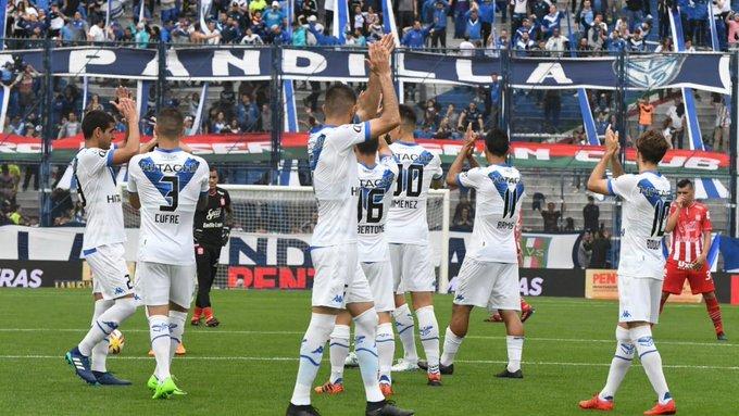 Vélez le ganó a San Martín por 1a 0 con gol de Lucas Robertone. El equipo de Heinze jugó un muy buen partido, fue ampliamente superior y debió ganarlo por más ventaja. Tres puntos importantes de local. Lamentable arbitraje de Espinoza! Foto