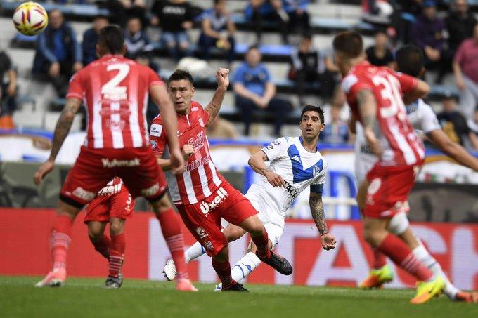 Buen triunfo de #Vélez, con un muy buen primer tiempo del equipo de Heinze que creo muchas situaciones de gol pero otra vez falló en definición. Robertone x el tanto y los 2 tiros en el palo, Laso, Abram y Gimenez fueron los mejores. Foto