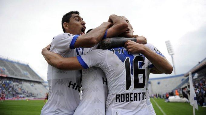 ¡Ganó El Fortín! Fue 1 a 0 con gol de @LucasRobertone en el Estadio José Amalfitani ante @CASMOficial. #JuegaVélez Foto