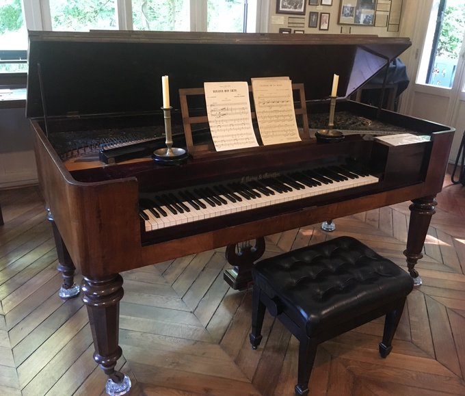 Brahms und Clara Schumann, Freunde von Yvan Tourgueniev, haben auf diesem Pianoforte in seiner wunderschönen Datscha in Bougival musiziert. #JEP18 Photo