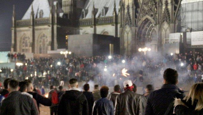 @WDR We do not forgive. We do not #kölnhbf #koelnzeigthaltung Foto