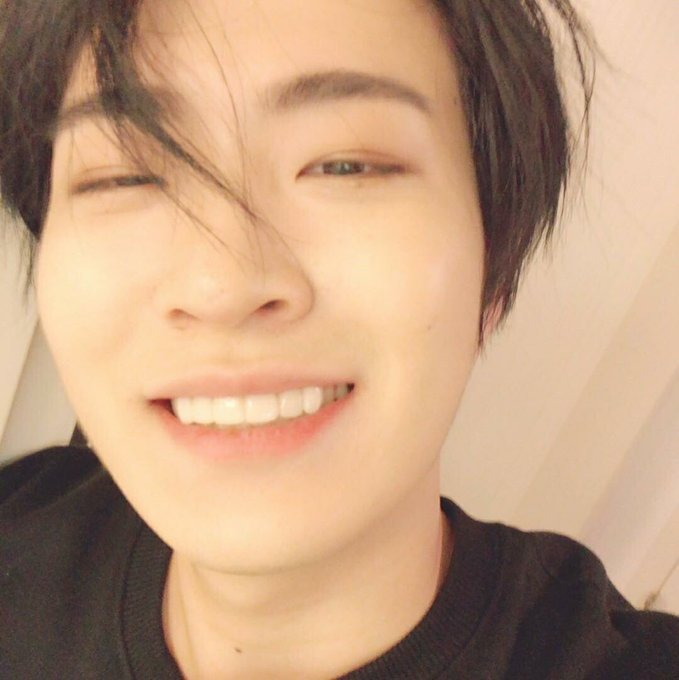Happy birthday to the most talented man ever ! thank you for being my little ray of sunshine and making me happy every day with your beautiful smile, I'm so so so proud of you and I'll always be, I love you so much and I hope that you'll be happy forever #ArsYoungjaeDay Foto