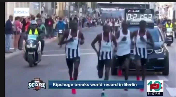 @AllanDarren: Eliud Kipchoge made history at the 2018 BMW Berlin Marathon by running an incredible 2:01:39 to obliterate the old world record of 2:02:57 #NBSTheScore #NBSUpdates Foto