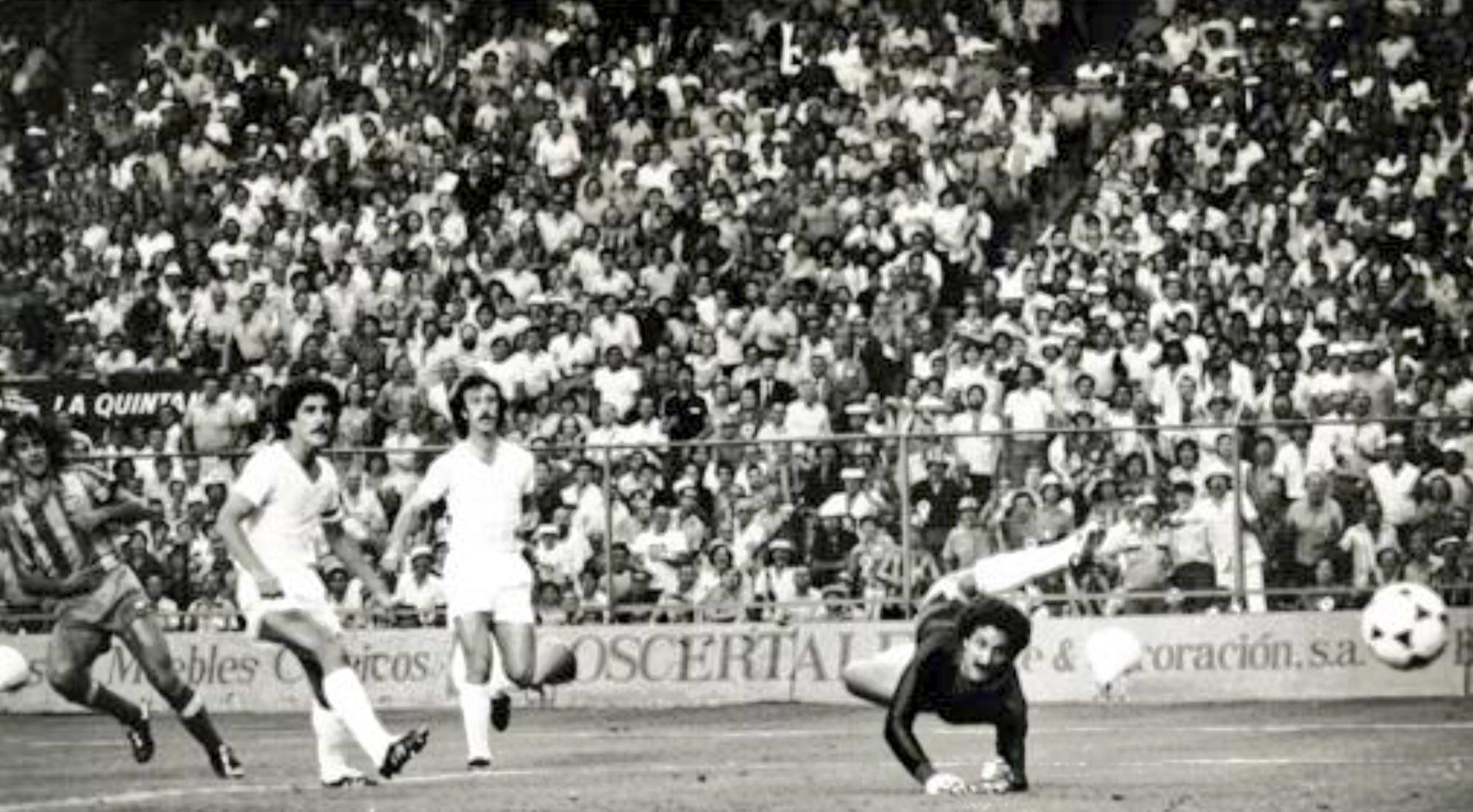 FOTOS HISTORICAS O CHULAS  DE FUTBOL - Página 20 DnPiV8jWwAA3wtI