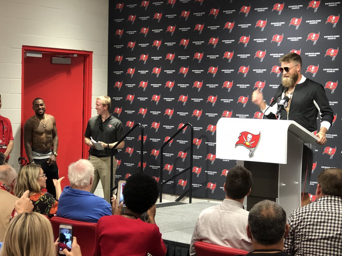 Notice DJax in the corner not wearing a shirt  😂 When asked what Fitz  owned that he s wearing 9c874e9ce