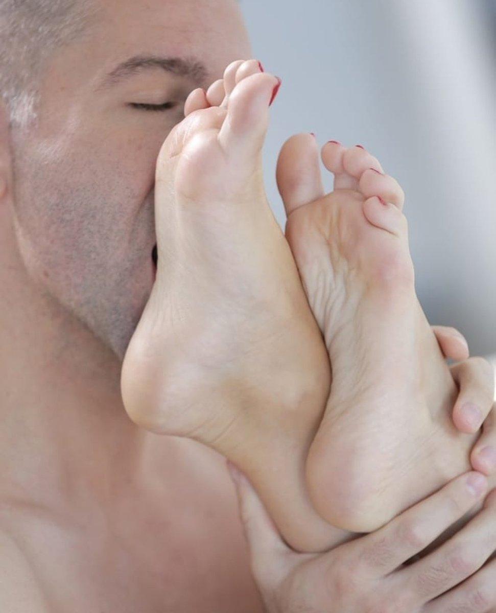 тому фото мужчины целуют женские ступни светом созданию