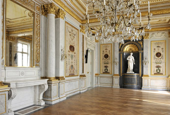 For the #JEP2018, the State Department is showcasing their restoration of the Hôtel de Talleyrand in Paris. The building was designed by Louis XV's architects, and was headquarters for the Marshall Plan from 1947-1952. #CulturalHeritage Photo