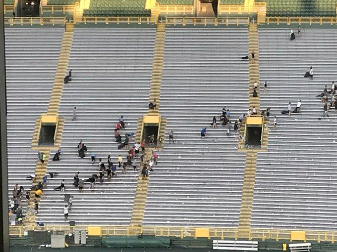 Trust the Process, Lambeau Field cleanup edition. #Packers #MINvsGB Foto