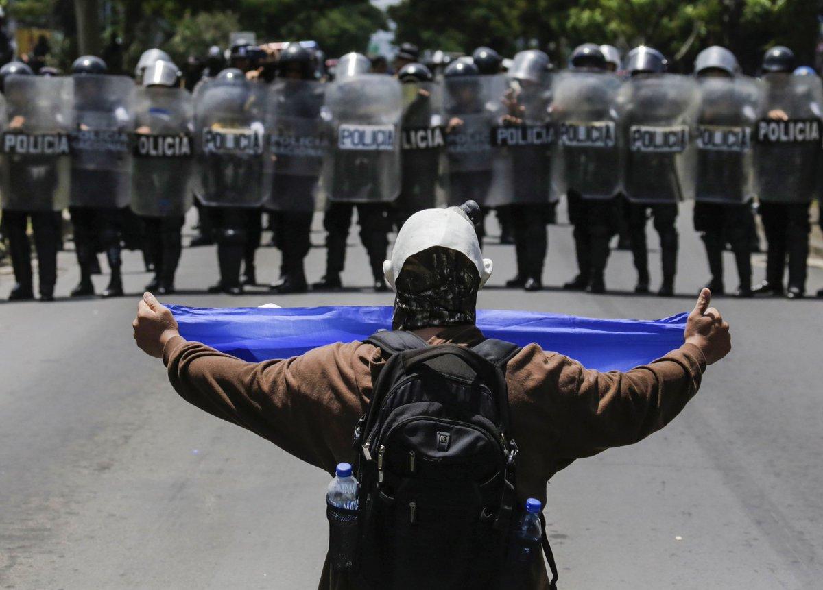 Miles exigen la salida de #DanielOrtega en masiva protesta en #Nicaragua  https://t.co/zXCVAVKqEW #SOSNicaragua