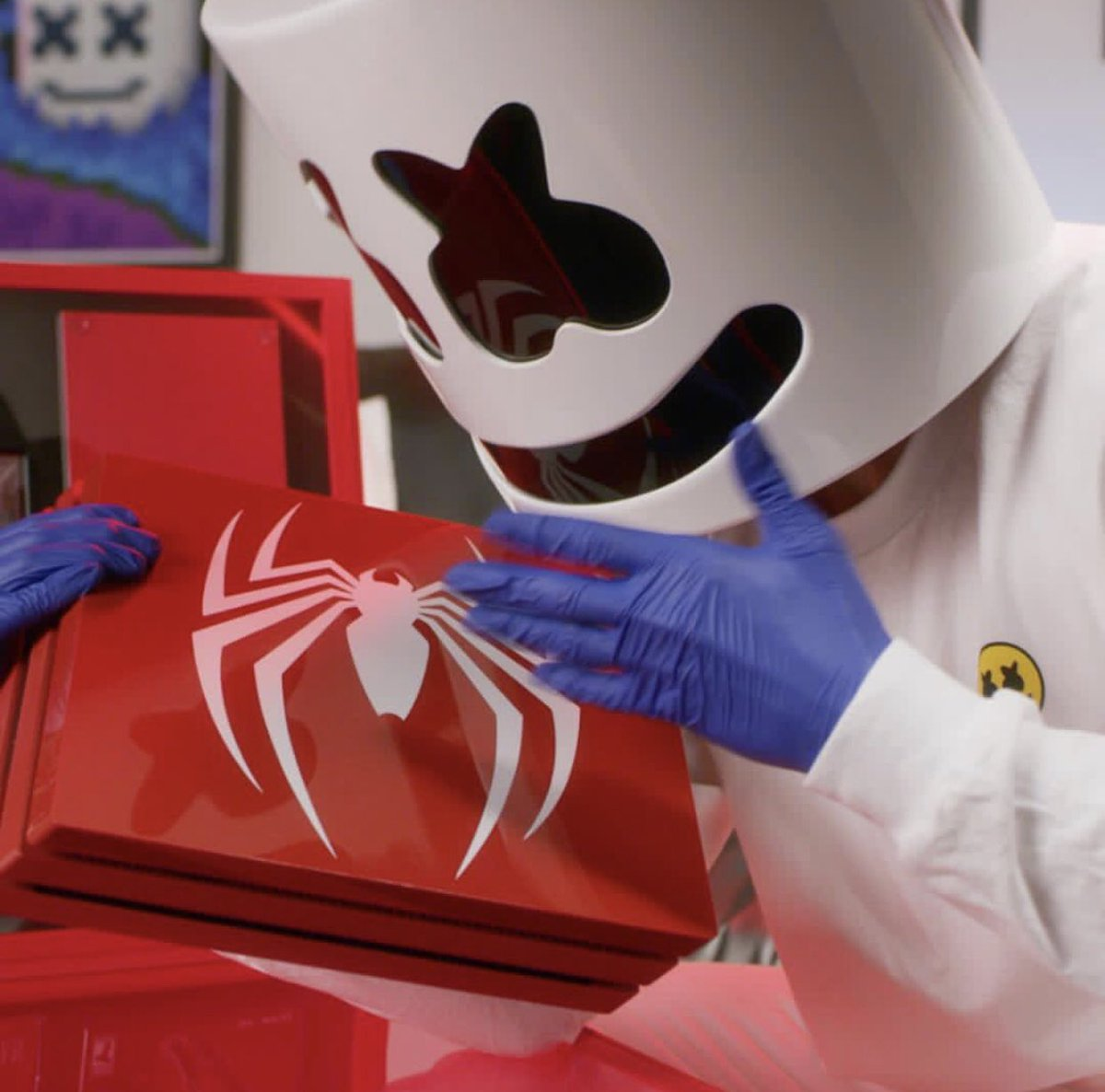 👉🏻 @marshmellomusic en kiffe sur le nouveau jeu Spiderman 🕷 ♥️ RT ce post si toi aussi tu veux remporter le jeu Spiderman 4 🎈🎈