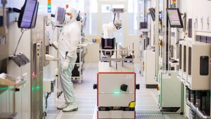 En 2025, les machines accompliront plus de tâches que les humains ✅ la révolution robotique créera 58 millions de nouveaux emplois au cours des cinq prochaines années, 133 millions d'emplois pourraient être créés en parallèle @Davos  https://t.co/iPQ9HgA9fI #TransfoNum #emploi https://t.co/q5F4S4uJ33