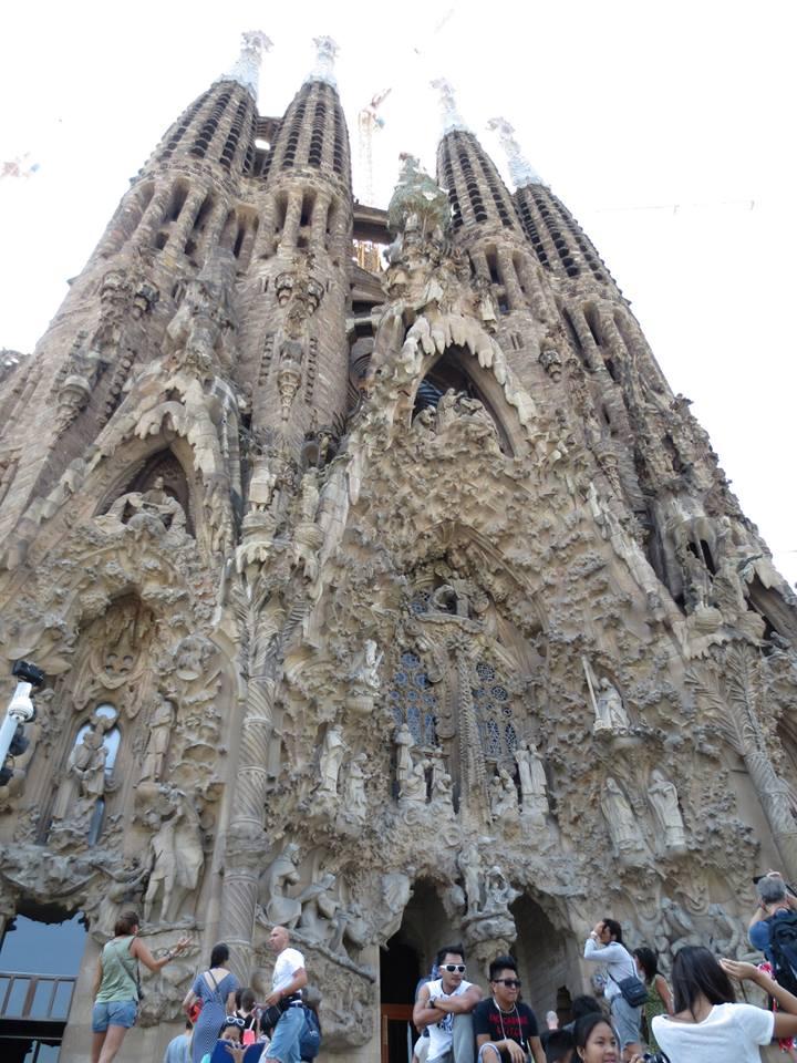 バルセロナにある「サグラダファミリア」。今なお建築中の歴史的建造物。サグラダファミリアの話がでてくる度に、僕はあの旅を思い出す。#スペイン #バルセロナ #ヨーロッパ旅  https://t.co/BowSkg9m9z #世界一周 #旅