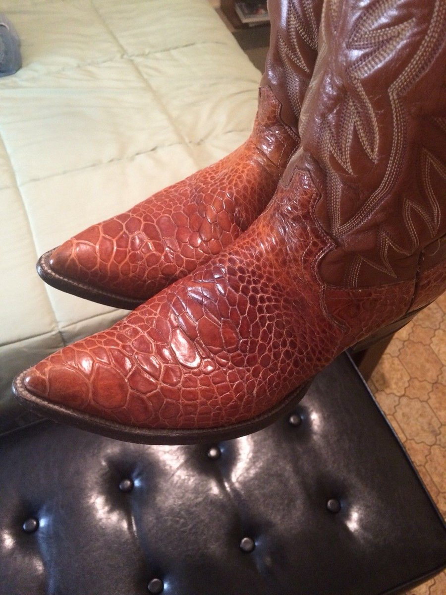 """.@eBay  The second illegal sea turtle boot (labeled """"sea alligator""""; all collectors know the code) selling on eBay today. Please retweet to @eBay and @USFWS to stop the selling of endangered wildlife products. This is item 283164561392"""