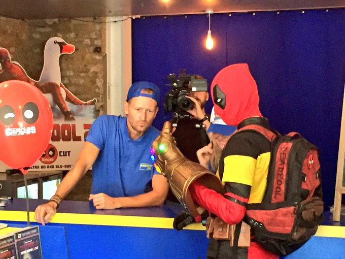 Would the real @VancityReynolds please stand up‼️ Deadpool's regenerating powers have extended to resurrecting Blockbuster. #Deadpool2 📼 #BlockbusterBack H/T @TheDukeMitchell Photo