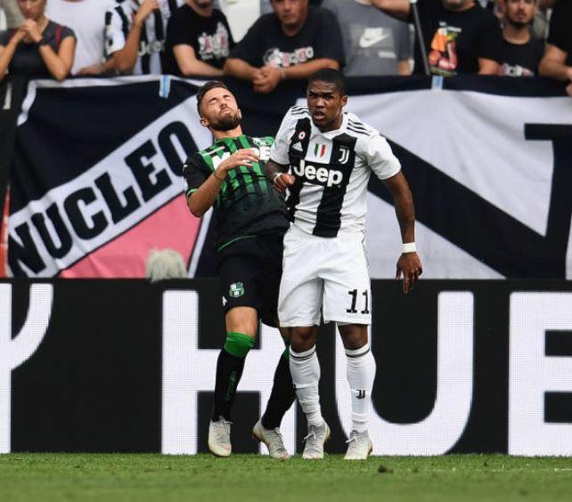 👉¡EL VAR LE DELATÓ!👈 Douglas Costa terminó EXPULSADO tras varias acciones antideportivas con un rival. ¡Lo verás a las 3 en #JUGONES! Photo