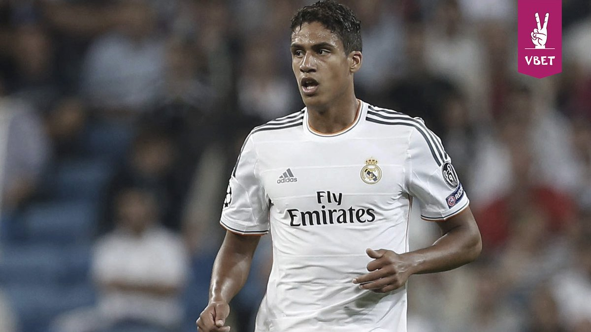 Manchester United a tenté d'acquérir le défenseur du Real Madrid, Raphael Varane, pendant le transfert estival.Selon l\