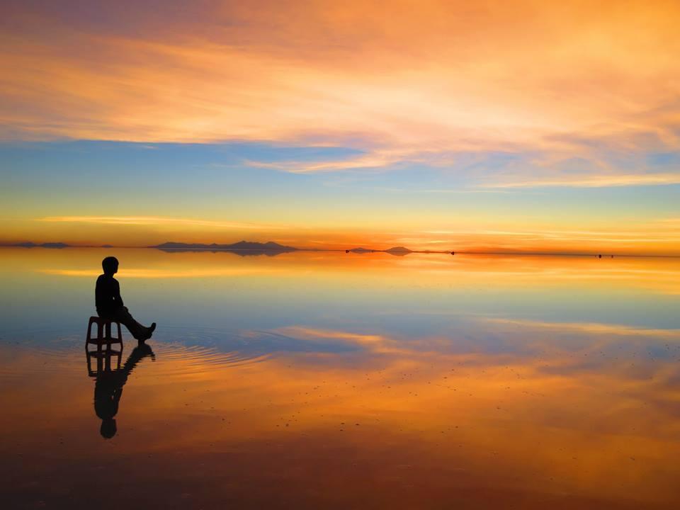 ボリビアのウユニ塩湖の夕日だか、朝日だか。どちらでも360°の絶景が包み込む。#ボリビア #南米旅 #ウユニ塩湖 https://t.co/GCjU7lAmax #世界一周 #旅