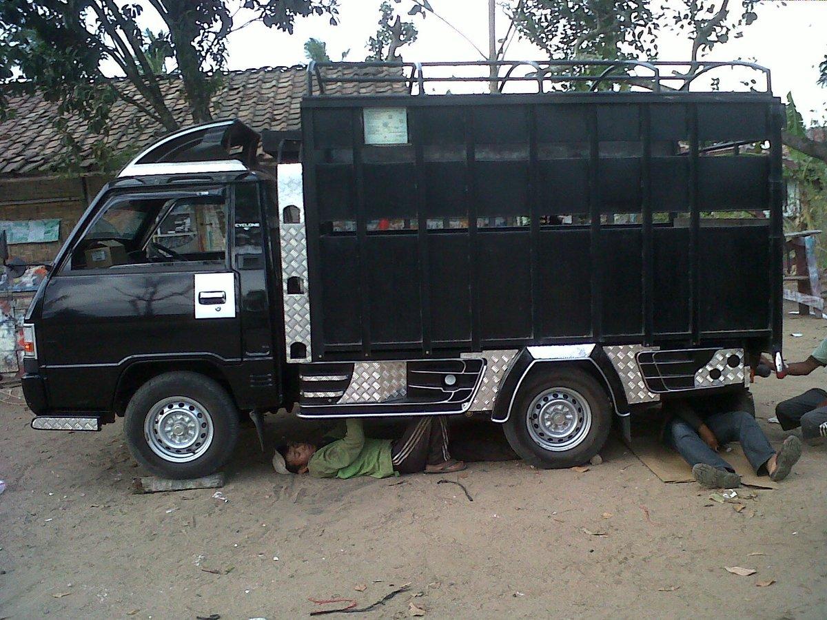 @Mitsubishi_ID Min mau tanya kalo mau bikin L300 Mini truck sperti Pic ini apakah harus mengurus surat izin tertentu  atau tidak? Apa di STNK nanti nya pick up aja? Soalnya kendaraan seperti ini cocok buat usaha Niaga saya.!! Tks Salam #ELTITUSI