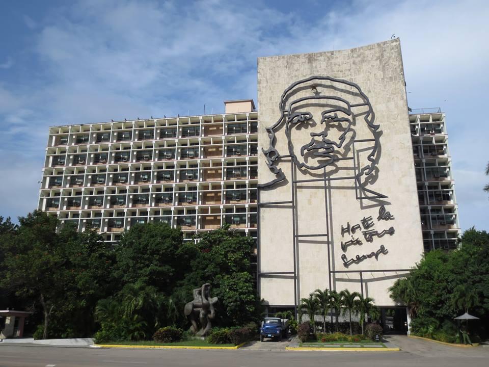 キューバのハバナにある「チェ・ゲバラ」のモニュメント。ゲバラはキューバの人たちに心底愛されているな〜。サルサが踊れれば、より楽しくなる! #キューバ #中米旅 #ハバナ https://t.co/FAi7dq2VQi #世界一周 #旅